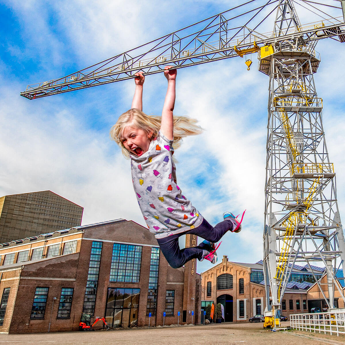 Big Girl Trapeze - Photoshop - Photomanipulation - Willemsoord Den Helder